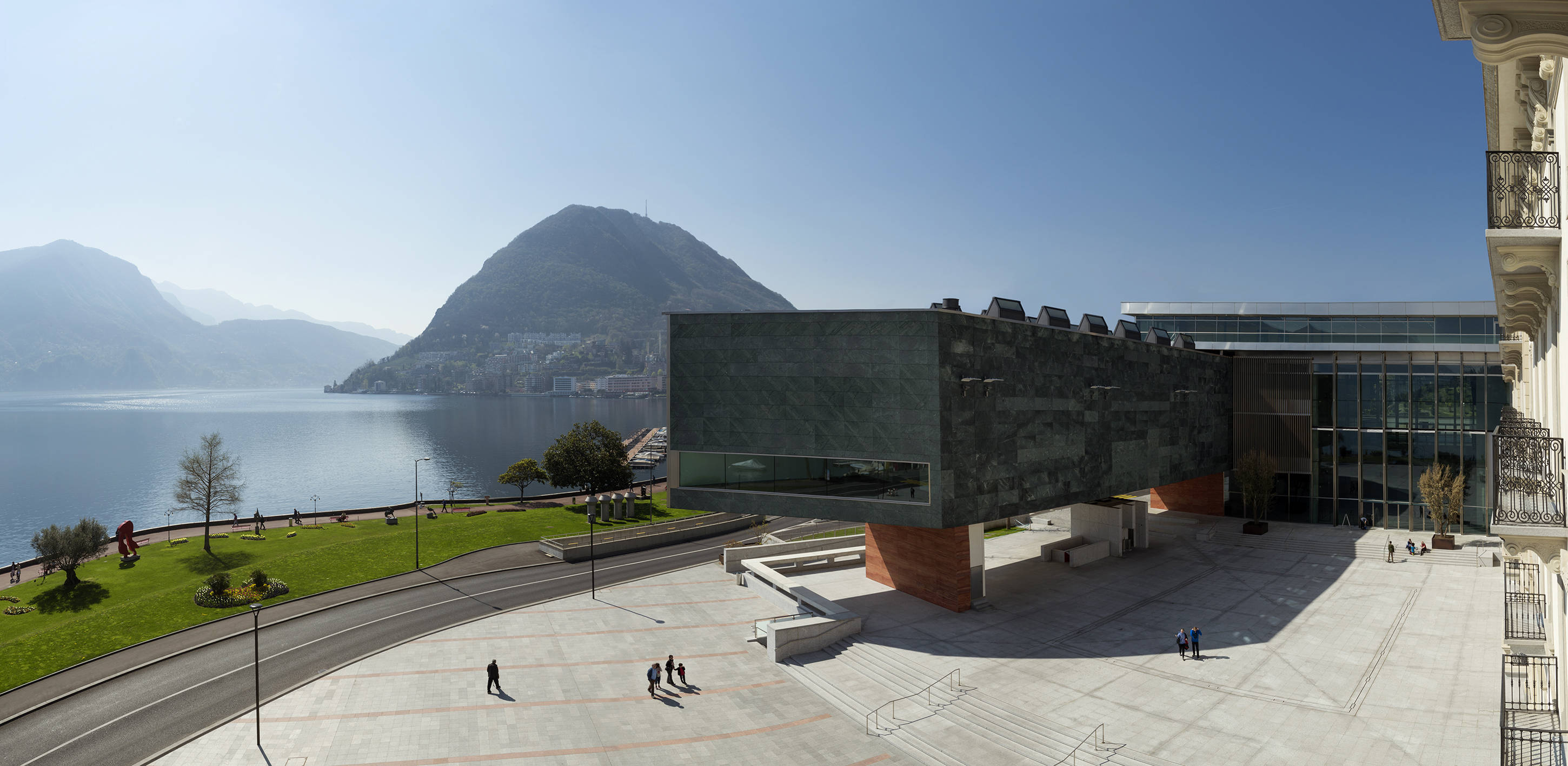 TICINO - L'arte e la natura: il LAC affacciato sul Lago di Lugano e il Monte San Salvatore.